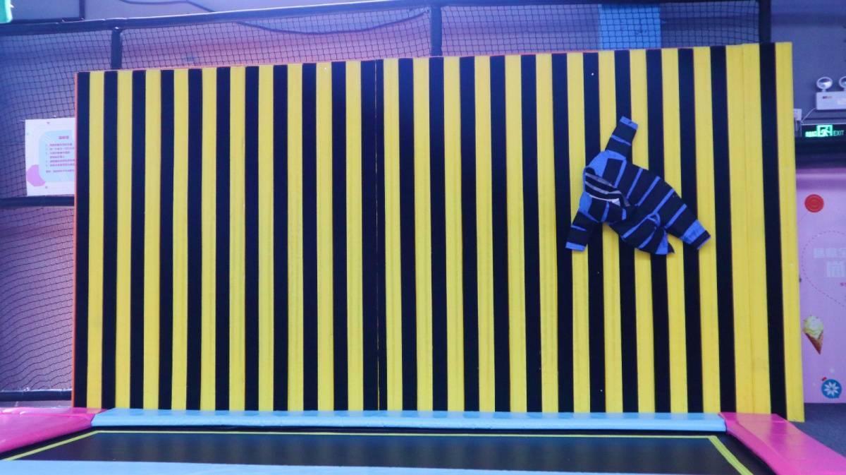 【尚床吧蹦床主题公园】19.9元享1大1小90min畅玩票!周末/节假日通用!蹦床开放区、灌篮区、蜘蛛墙、碰碰球、魔鬼滑梯、花式海绵池等一票通玩!坦洲创益文化园,1500㎡超大空间,今天你运动了吗?